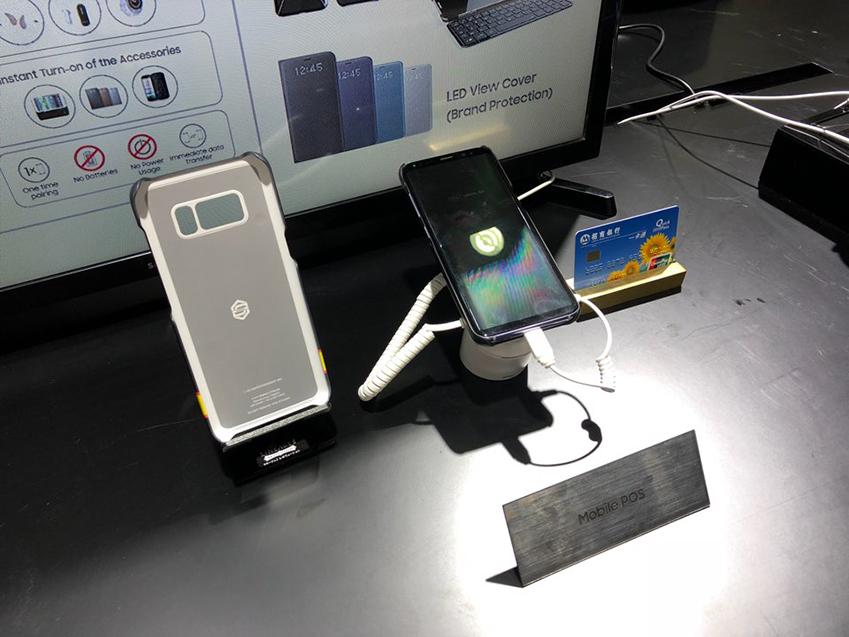 ▲ 삼성전자의 NFC 솔루션은 모바일 결제의 핵심이다. 삼성전자 NFC 솔루션은 모바일 POS의 엄격한 조건을 만족시키면서 뛰어난 무선 주파수(Radio Frequency) 성능으로 스마트폰 모바일 POS를 지원한다