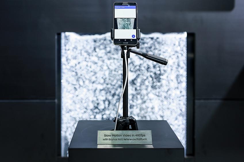 ▲ '엑시노스 7(9610)'의 초당 480프레임의 풀HD 슬로우 모션 영상 시연 모습