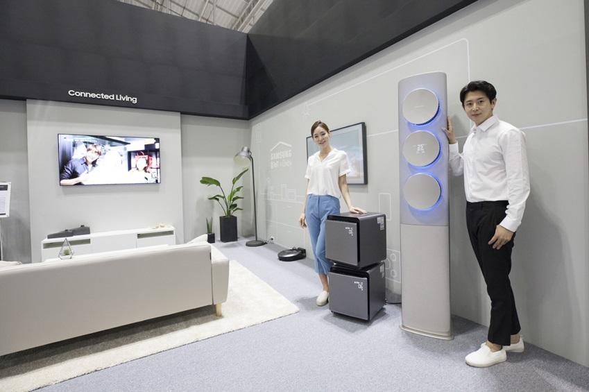 삼성전자가  5~7일 광주광역시 김대중컨벤션센터에서 '2018 광주 국제 IoT·가전·로봇 박람회'에 참가해 지능형 어시스턴트 '빅스비'로 한층 편리해진 '삼성 홈IoT'를 선보였다.