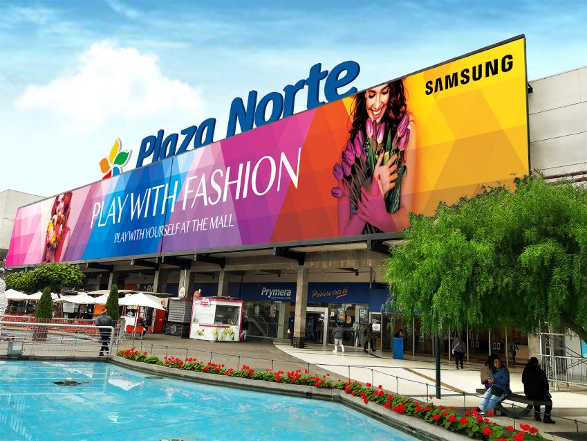 삼성전자가 4일(현지시간) 페루 리마에 위치한 프리미엄 쇼핑몰 플라자 노르떼(Plaza Norte)에 중남미 최대 크기의 고화질 LED 사이니지 옥외 전광판을 설치했다. 이 사이니지는 가로 63미터, 세로 7.7미터로 경차 85대를 동시 주차할 수 있는 크기이며 최대 7,700니트 밝기를 구현해 야외에서도 선명한 화질을 제공한다.