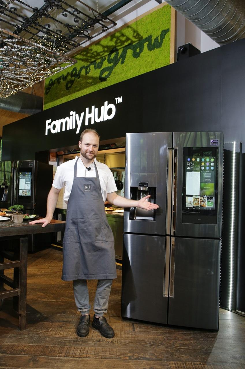 유기농 요리로 유명한 캐나다 출신 올리버 트루스데일 주트라스(Oliver Truesdale-Jutras) 셰프가  '패밀리허브'를 선보이고 있다.