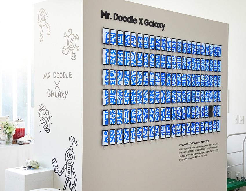 ▲ 미스터 두들이 노트8 S펜으로 그린 디지털 작품. 색과 이미지가 자동으로 변해 다채로운 느낌을 선보인다. (사진제공: 주관사 시니트)