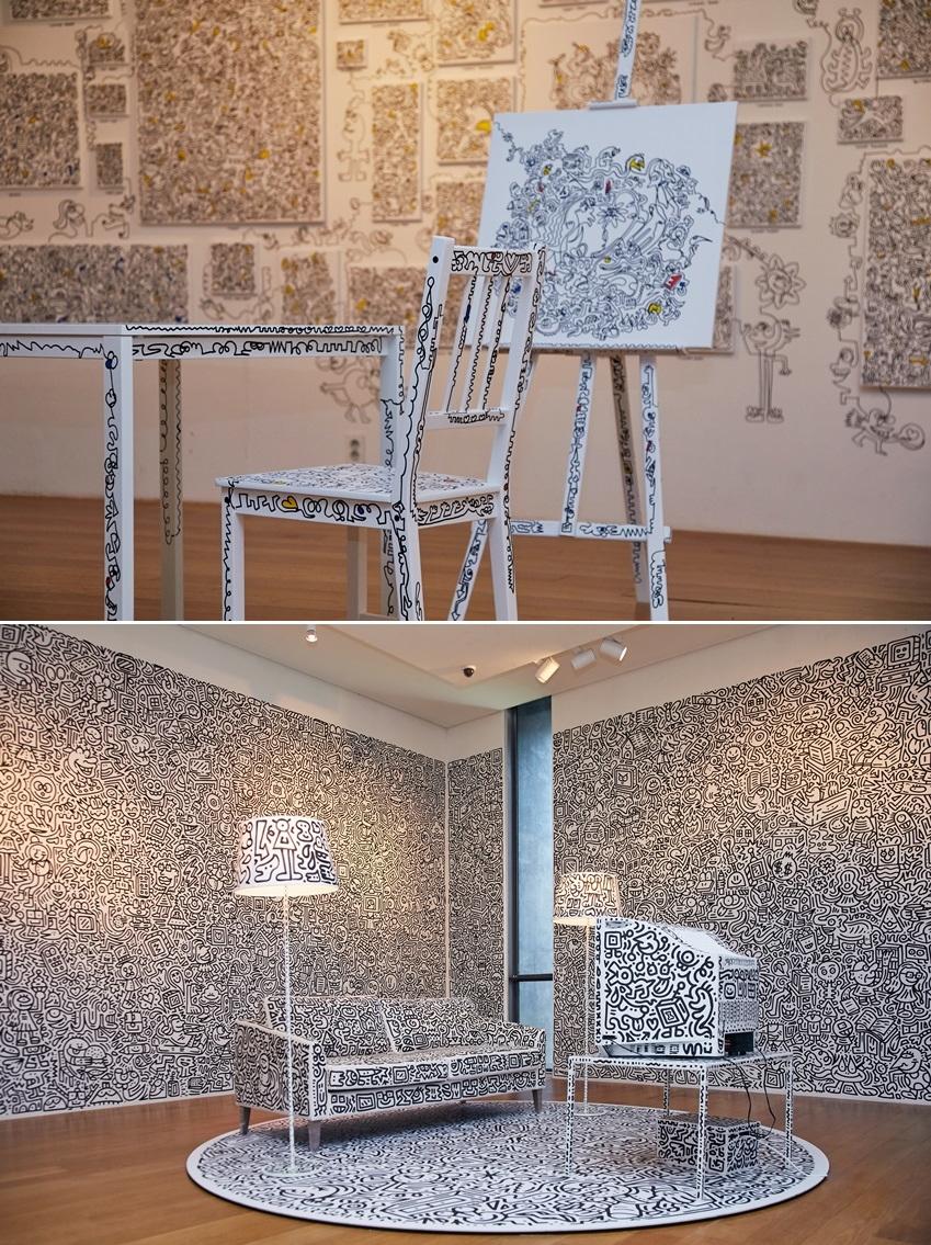 ▲ 벽, 가구는 물론 TV까지 그에게는 작품을 표현하는 캔버스가 된다. (사진제공: 주관사 시니트)