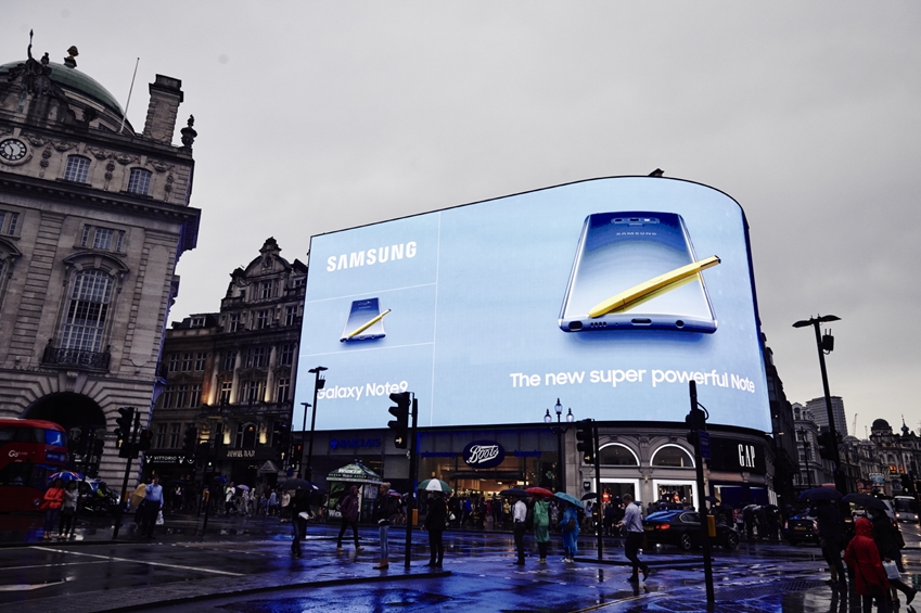 영국 런던 피키딜리 서커스 옥외광고 모습