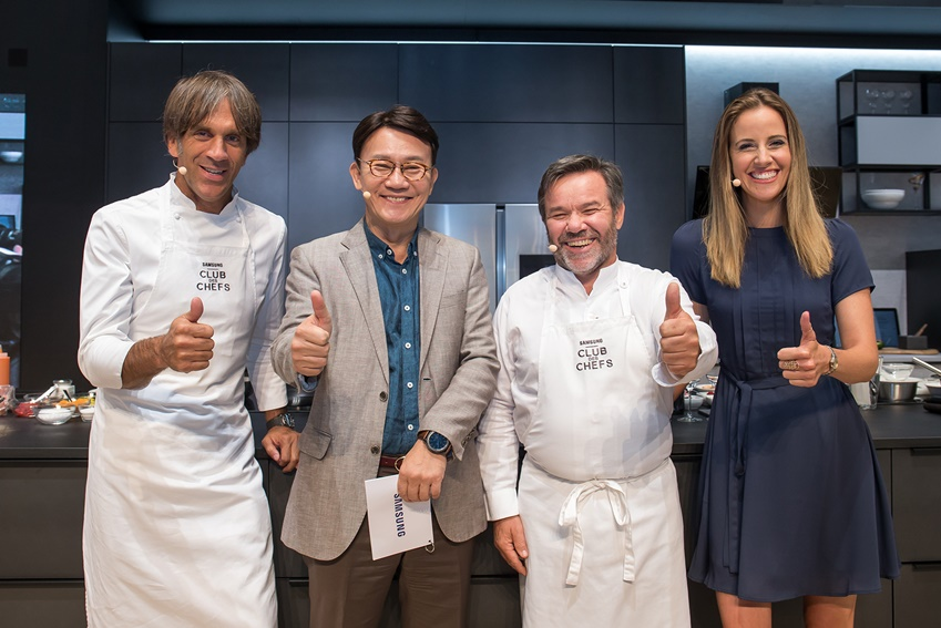 쿠킹쇼에 참석한 다비데 올다니 셰프, 삼성전자 생활가전사업부 전략마케팅팀장 강봉구 부사장, 미셸 트로와그로 셰프, 사회자 루이스 하우튼(좌측부터)