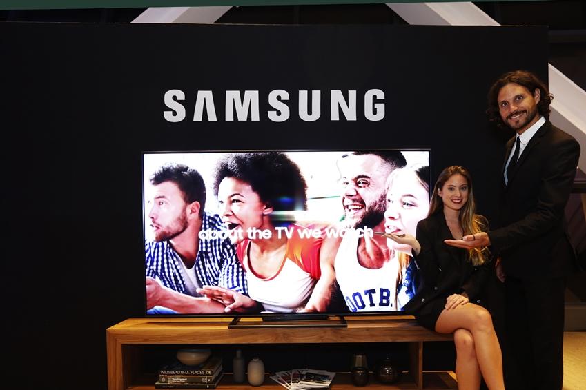 4일(현지시간) 멕시코 시티의 '에스파시오 비레이에스(ESPACIO VIRREYES)' 이벤트홀에서 열린 삼성전자 프리미엄 TV와 가전 공개 행사에서 모델들이 삼성전자 'QLED TV'를 소개하고 있다.