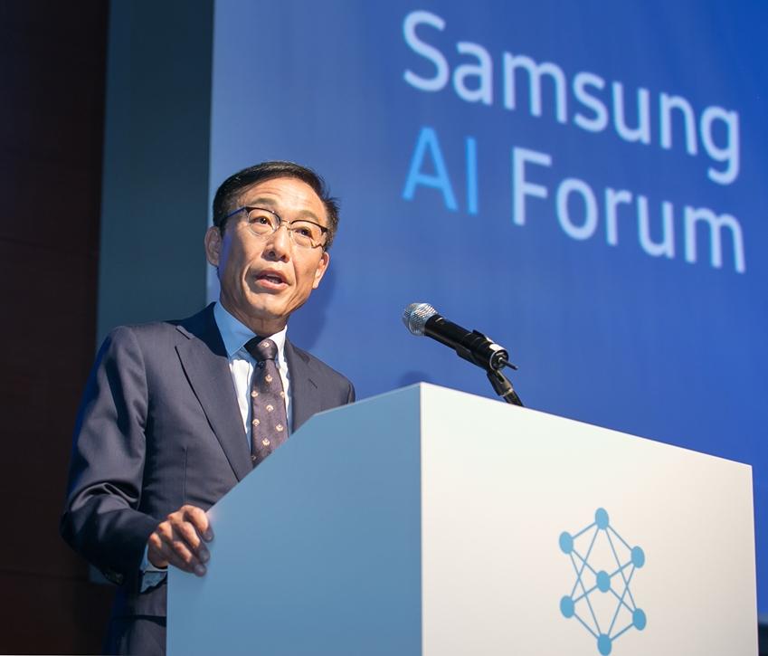 12일 삼성전자 서초사옥에서 열린 '삼성 AI 포럼 2018'에서 삼성전자 대표이사 겸 종합기술원장인 김기남 사장이 개회사를 하고 있다.