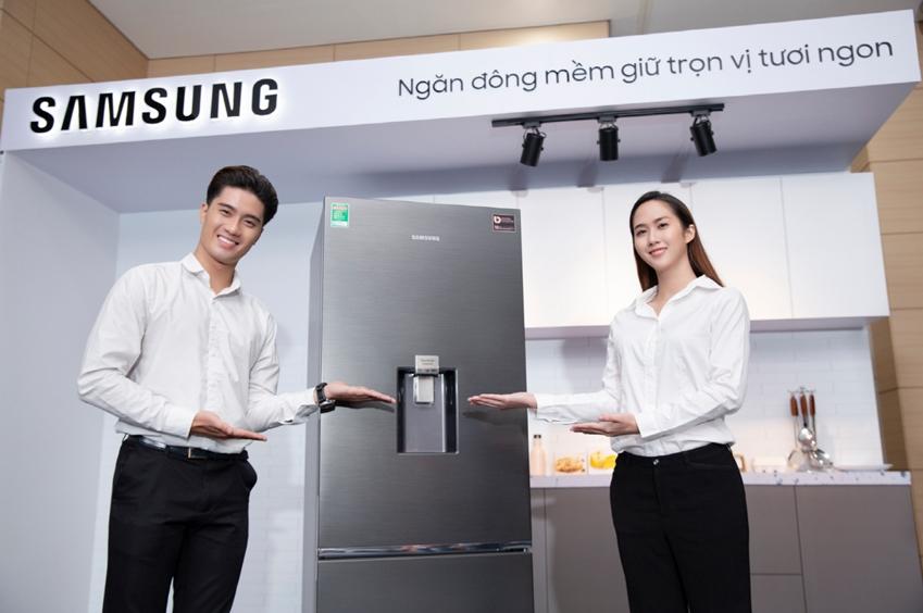삼성전자가 13일(현지시간) 베트남 호치민에 위치한 가전복합단지에서 상냉장·하냉동 냉장고 신제품을 출시하고 빠르게 성장하는 동남아 프리미엄 냉장고 시장을 공략한다.