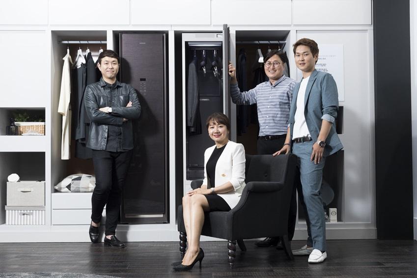 에어드레서의 디자인∙UX∙개발∙기획을 담당한 삼성전자 생활가전사업부 (왼쪽부터) 윤상훈 씨, 임경애 씨, 박철기 씨, 김경한 씨