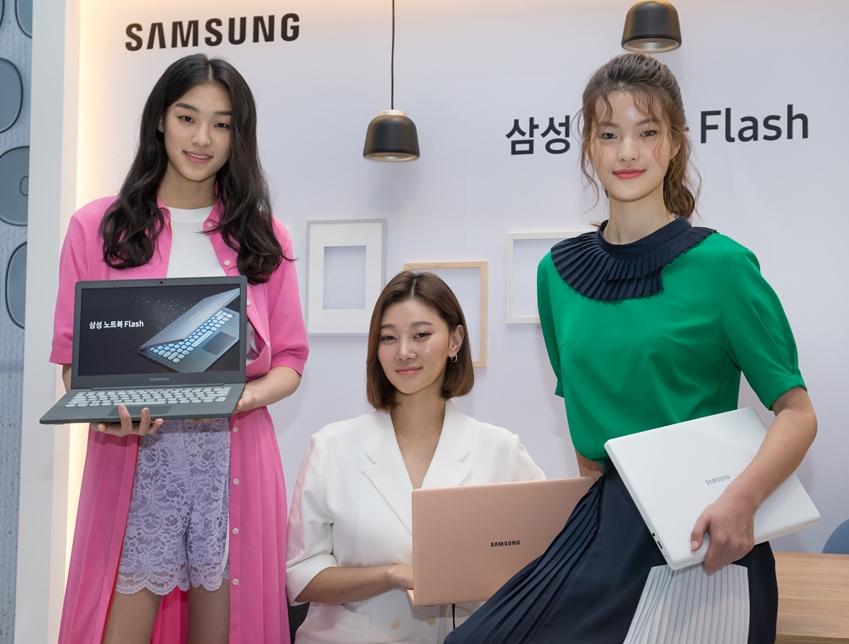 22일 서울 성수동 피어59 스튜디오에서 진행된 미디어데이에서 '삼성 노트북 Flash'를 소개하고 있는 모습