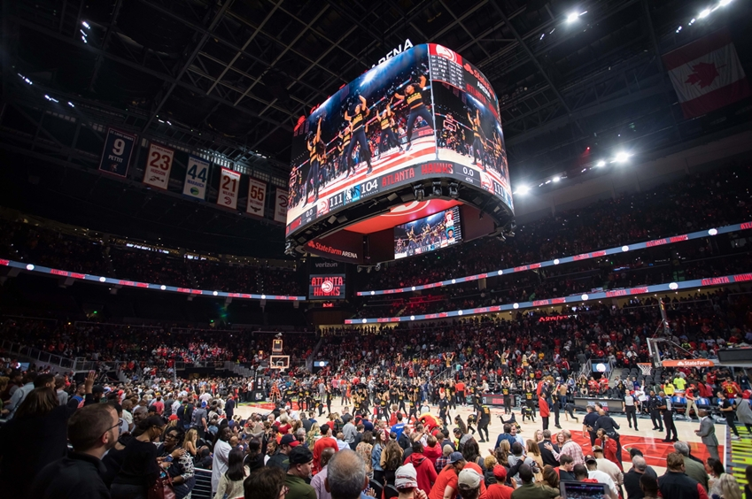 삼성전자가 미국 프로 농구(NBA)팀 '애틀랜타 호크스(Atlanta Hawks)'의 홈경기장인 '스테이트 팜 아레나(State Farm Arena)'에 스마트 LED 사이니지를 활용해 초대형 스크린을 설치했다.