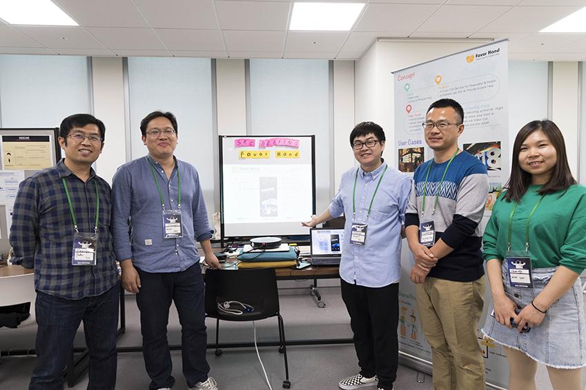 """▲삼성전자 중국 베이징 연구소에서 함께 근무하고 있는 '플라밍고' 팀원들은 """"이번 해커톤을 통해 관계가 더욱 돈독해 진 것 같다""""고 입을 모았다"""