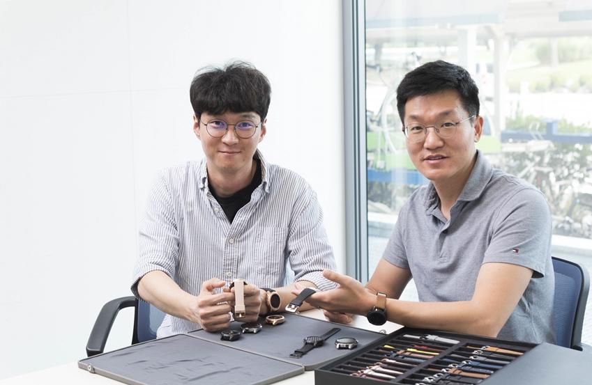 ▲갤럭시 워치 하드웨어 개발을 담당한 삼성전자 무선사업부 이주호 씨(왼쪽)와 상품기획을 담당한 이명환 씨(오른쪽)