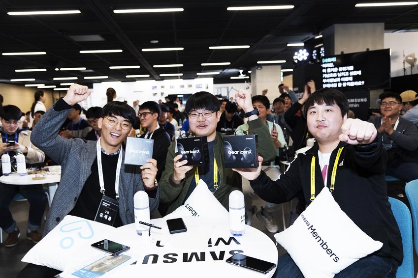 2018년형 기어 아이콘X를 선물 받은 참가자들