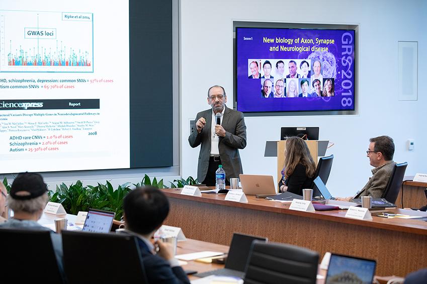 31일(현지시간) '삼성 리서치 아메리카'에서 열린 '글로벌 리서치 심포지엄'에서 존스홉킨스 의과대학 리버뇌발달연구소의 다니엘 웨인버거 소장이 기조강연을 하고 있다.