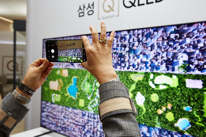 ▲QLED 8K와 같은 초고해상도 디스플레이를 통해 영상을 시청하는 경우, 뇌가 실재를 보는 것처럼 인지한다