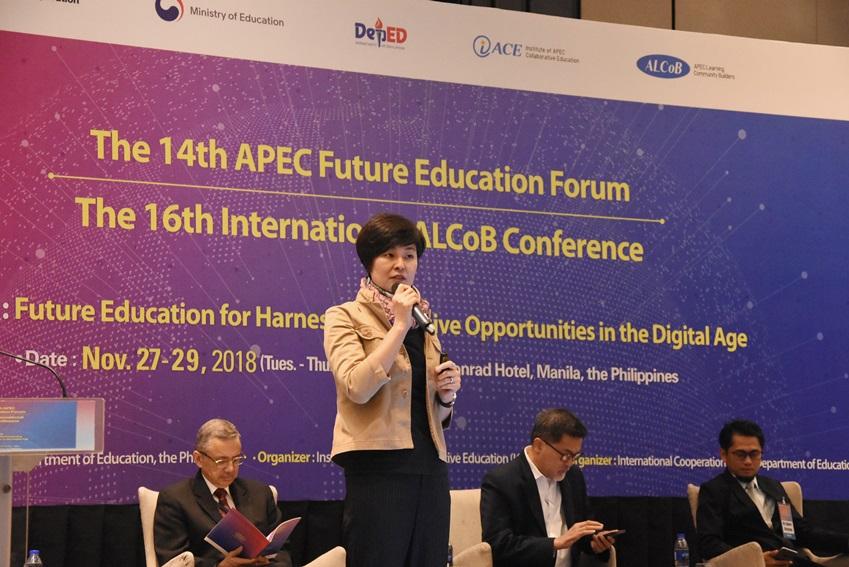 ▲이번 포럼에선 4개 세션이 진행되는 동안 16명의 교육 전문가가 미래 현안을 주제로 발표했다. 사진은 박종휘 유네스코 아태지역 ICT교육분과 팀장이 'SDG 4 시대에 필요한 디지털 시민교육'에 대해 발표하는 모습