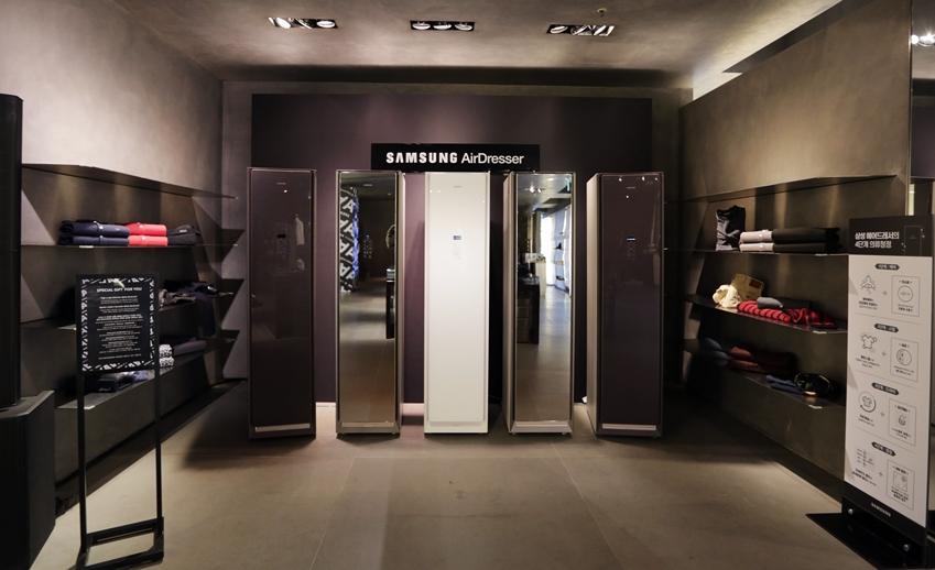 ▲에이어워즈 시상식이 열린 엠포리오 아르마니 본점. 매장 안에 에어드레서를 체험할 수 있는 공간이 마련됐다.