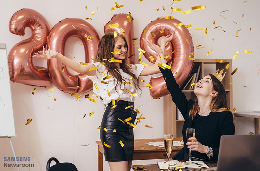 신년 파티를 즐기는 여성