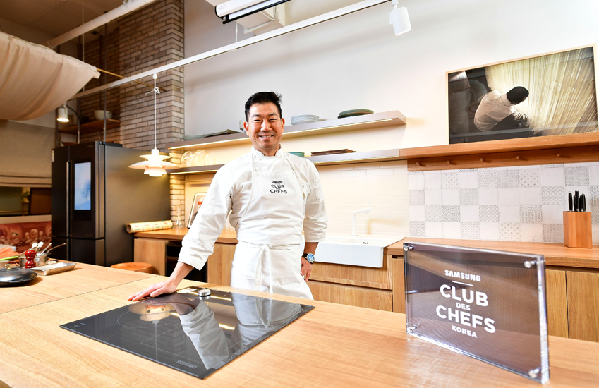 ▲ 12월 11일 '더 굿 셰프(The Good Chefs)' 행사에서 임기학 셰프가 방문객들에게 생선 요리를 선보였다