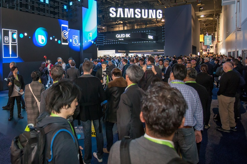 ▲ 미국 라스베이거스에서 열리는 세계 최대 전자 전시회 CES 2019 개막일인 8일(현지시간) 삼성전자 전시관 입구가 많은 관람객들로 붐비고 있다.