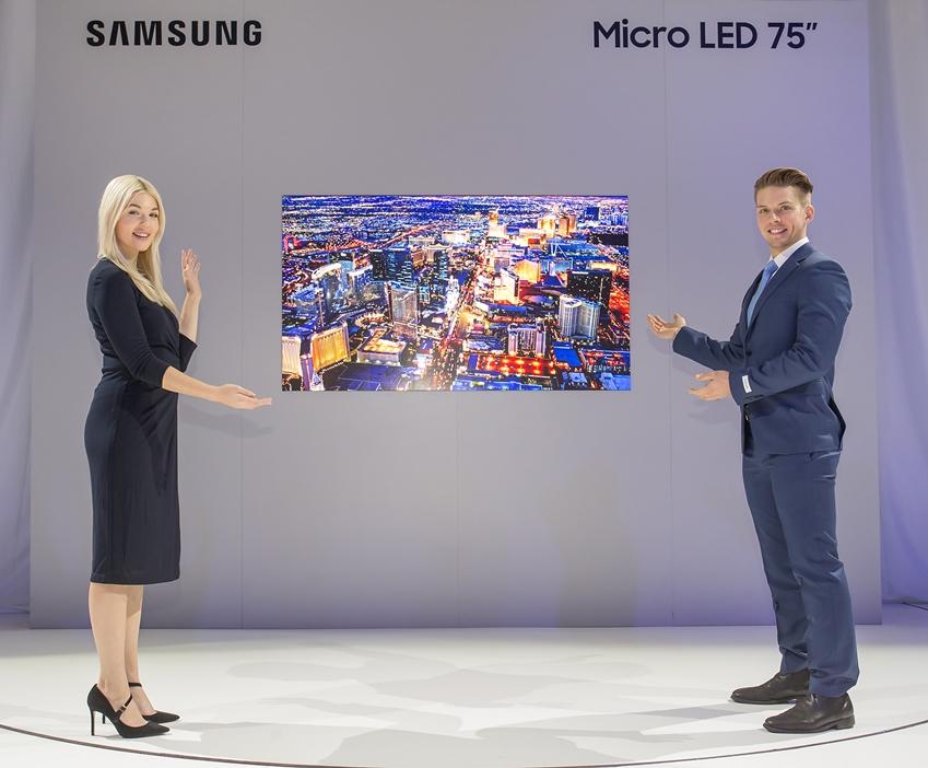삼성전자는 세계 최소형인 75형 '마이크로 LED' 스크린을 최초로 공개하며 본격적인 '마이크로 LED' 시대의 포문을 열었다. '마이크로 LED'는 화면 크기가 작아질수록 소자 크기와 간격도 작아지기 때문에 75형 신제품은 기존 146형 '더 월(The Wall)' 대비 4배 이상의 집적도를 구현하는 첨단 기술이 적용됐다. 이 제품은 CES 2019에서 최고혁신상을 수상했다.