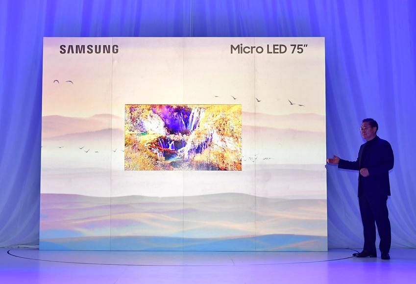 4K 해상도를 자랑하는 75인치 마이크로 LED 디스플레이에 적용 된 모듈러 기술은 스크린의 여러 가지 제약을 없앤 혁신 기술을 인정받아 CES 2019에서 최고혁신상을 수상했다.