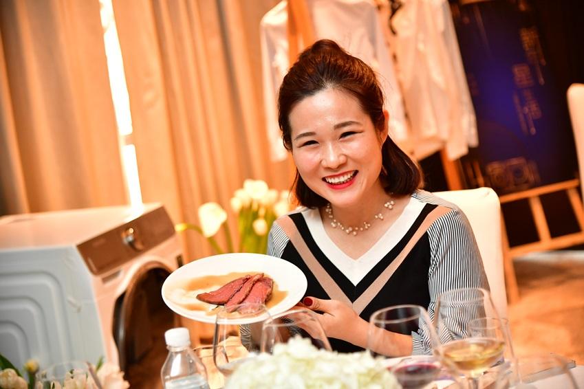 ▲ 왕샨샨 씨는 라디오 채널 디제이를 겸업하는 유명 푸드 인플루언서. 웨이보, 위챗 등에서 총 51만여 명의 팔로워들과 소통하고 있다.