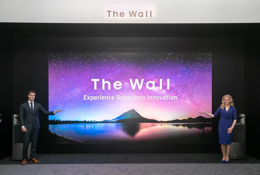 삼성전자가 네덜란드 암스테르담에서 열리는 유럽 최대 디스플레이 전시회 'ISE 2019'에 참가해 8K 사이니지 등 상업용 디스플레이 신제품을 대거 공개한다. 삼성전자 모델들이 2019년형 '더 월' 292인치(8K)를 소개하고 있다.