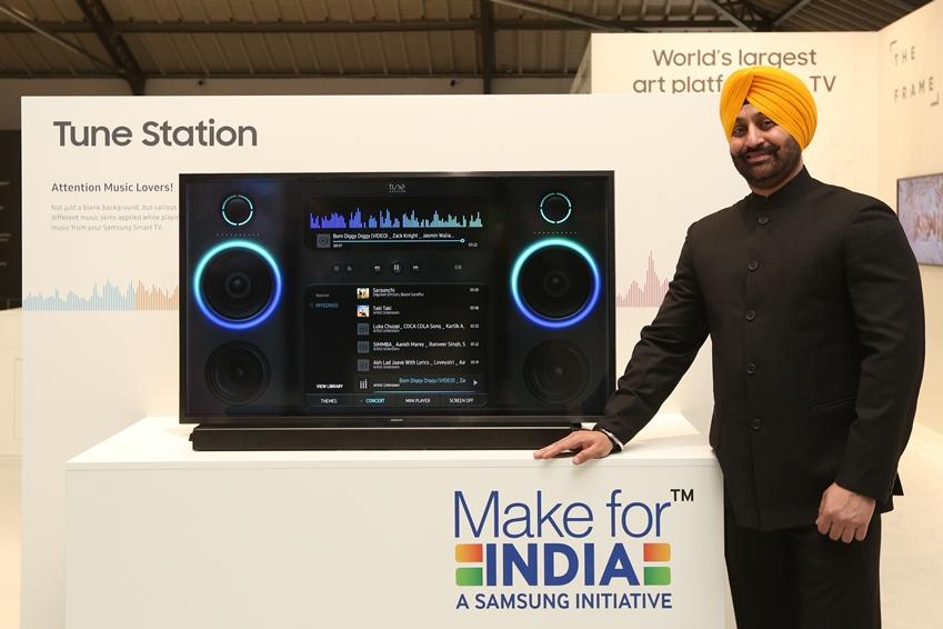 삼성전자 모델이 인도 소비자들의 취향을 고려한 '뮤직 TV' 기능을 선보이고 있다.