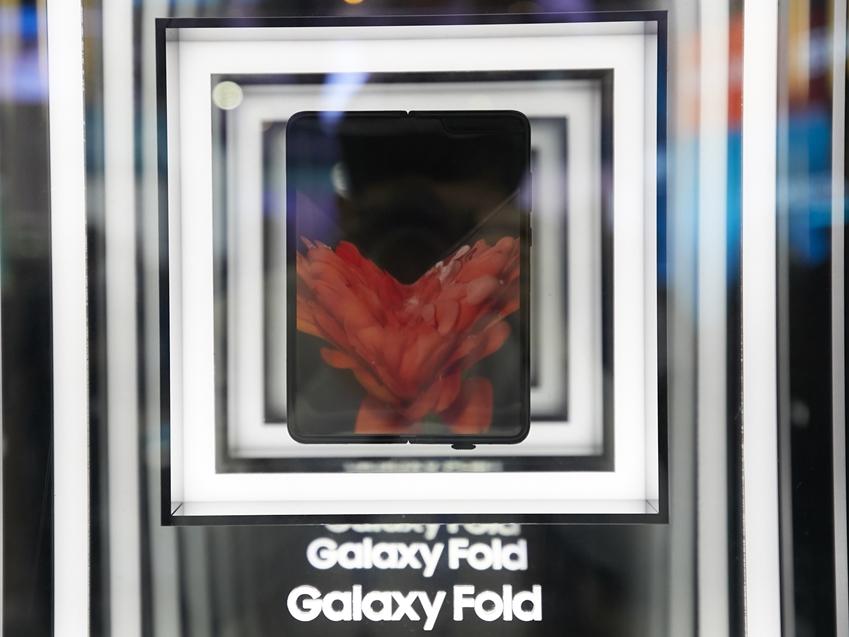 ▲ MWC19에서 일반에 처음 선보인 갤럭시 폴드 스마트폰.