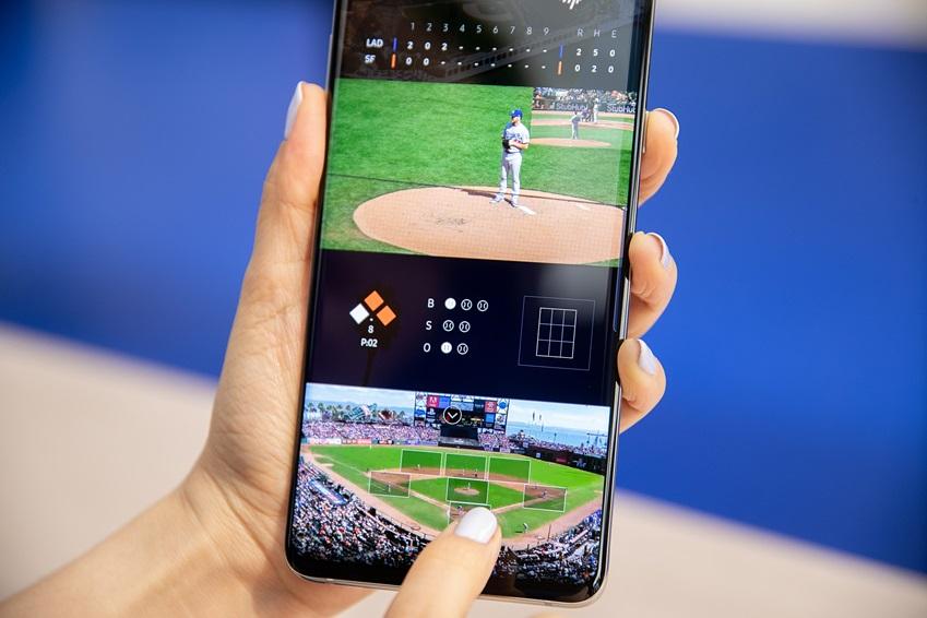 ▲ 5G 네트워크를 활용하는 '갤럭시 S10 5G'는 초고속, 대용량 데이터 전송 등의 특징으로, 화면 앵글을 바꿔가며 경기를 볼 수 있는 차세대 스포츠중계 서비스에 이상적이다.