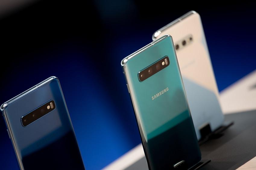 ▲ 삼성전자가 갤럭시 스마트폰 10주년을 기념해 '갤럭시 S10+' 등 2019년 전략제품들을 감각적으로 소개하고 있다.