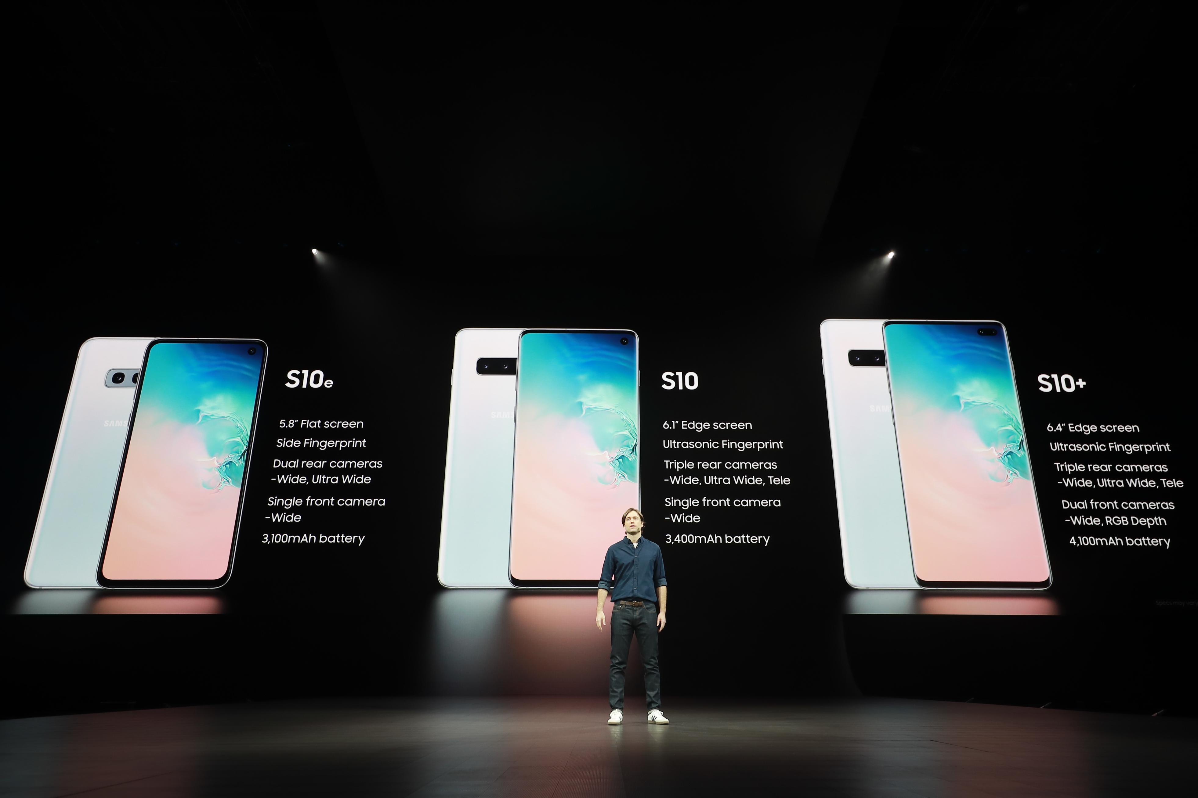 """▲ 드류 블랙커드 디렉터는 다양한 모델로 출시된 갤럭시 S10 시리즈를 소개하며 """"선호하는 스마트폰을 갤럭시 시리즈 안에서 모두 찾을 수 있을 것""""이라고 말했다."""
