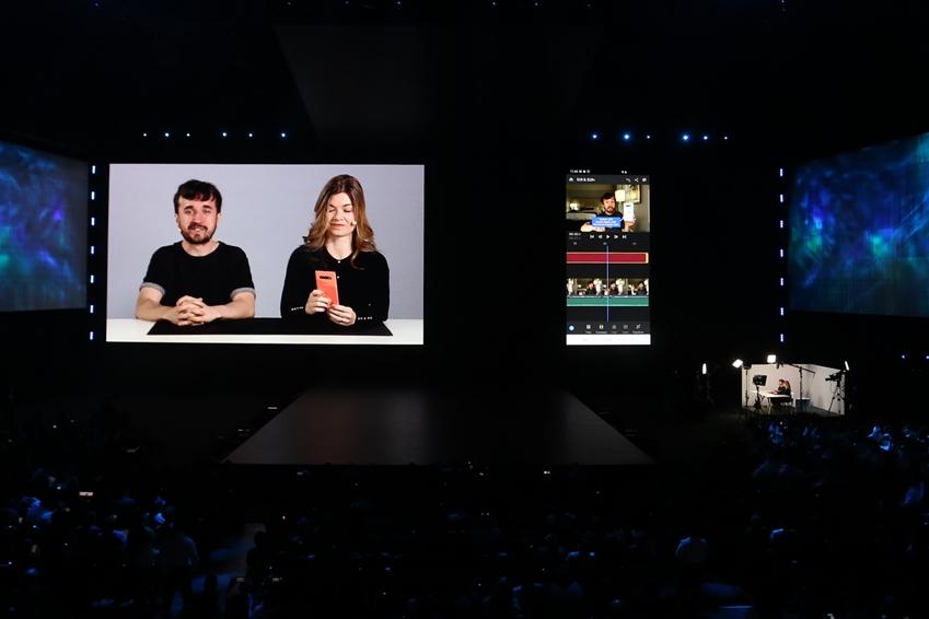 ▲ 브라질 유튜브 스타인 레온 마르틴스(Leon Martins)과 닐스 모레토(Nilce Moretto)는 어도비(Adobe)와 파트너십을 바탕으로 개발한 갤럭시 전용 영상 편집 소프트웨어인 '프리미어 러시(Rush) CC'를 이용해 콘텐츠를 제작하는 과정을 시연했다.