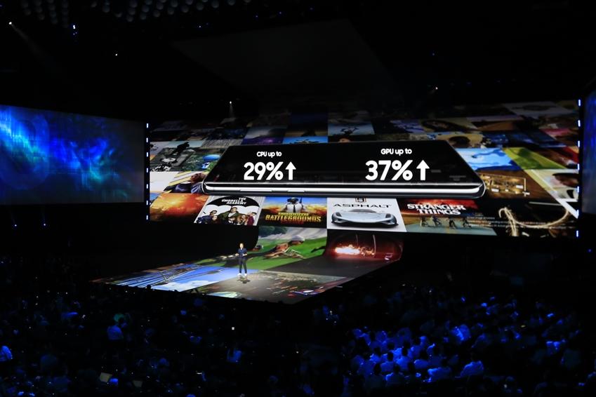 ▲ 삼성전자 미국 법인 드류 블랙커드(Drew Blackard) 디렉터는 갤럭시 S10 시리즈가 '유니티(Unity)'와 협업을 기반으로 게임에 최적화된 AP를 탑재한 최초의 모바일 기기라고 말했다.