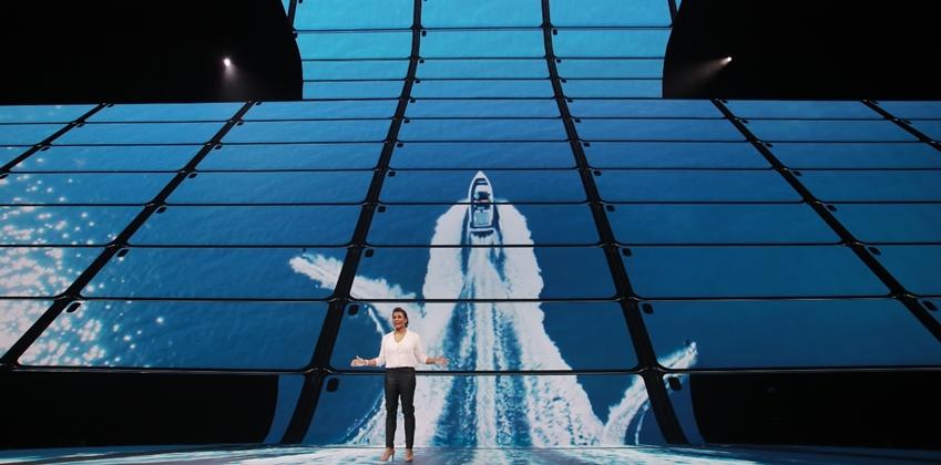 """▲ 삼성전자 미국법인 수잔 드 실바(Suzanne de Silva) 씨는 AMOLED 디스플레이를 통해 진정한 차세대 시네마 경험을 제공할 것""""이라고 말했다."""