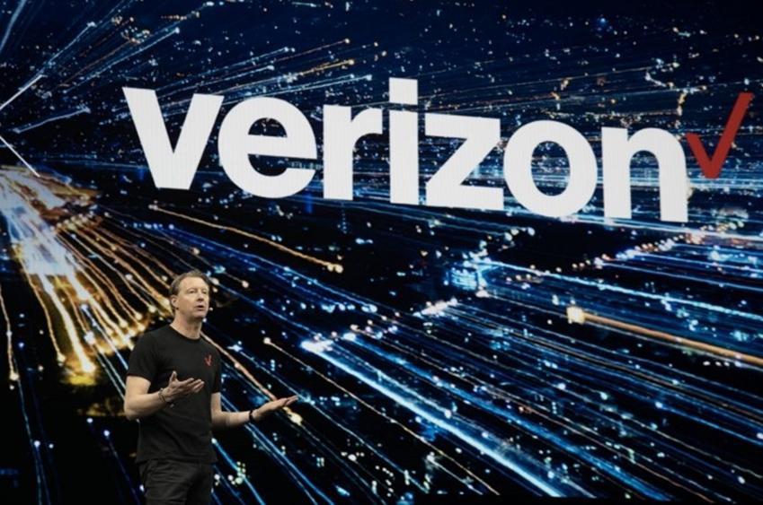 """▲ 미국 통신사 버라이즌(Verizone)의 한스 베스트버그(Hans Vestberg) 최고경영자(CEO)는 """"갤럭시 5G가 버라이즌을 통해 처음으로 세상에 공개될 것""""이라고 발표했다."""