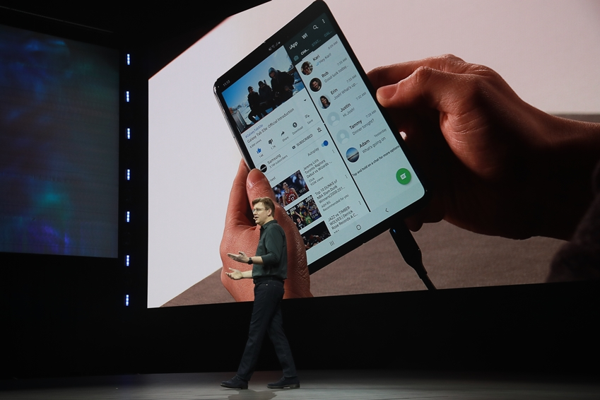 ▲ 저스틴 데니슨 상무는 '갤럭시 폴드'의 혁신적인 디자인과 뛰어난 휴대성, 직관적인 UX를 통해 멀티태스킹부터 엔터테인먼트까지 완전히 새로운 모바일 경험을 할 수 있다고 말했다.