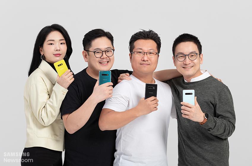 ▲ 갤럭시 S10 시리즈의 디자인을 담당한 삼성전자 무선사업부 디자인팀 신영미, 김동균, 최두영, 장승호 씨(왼쪽부터)