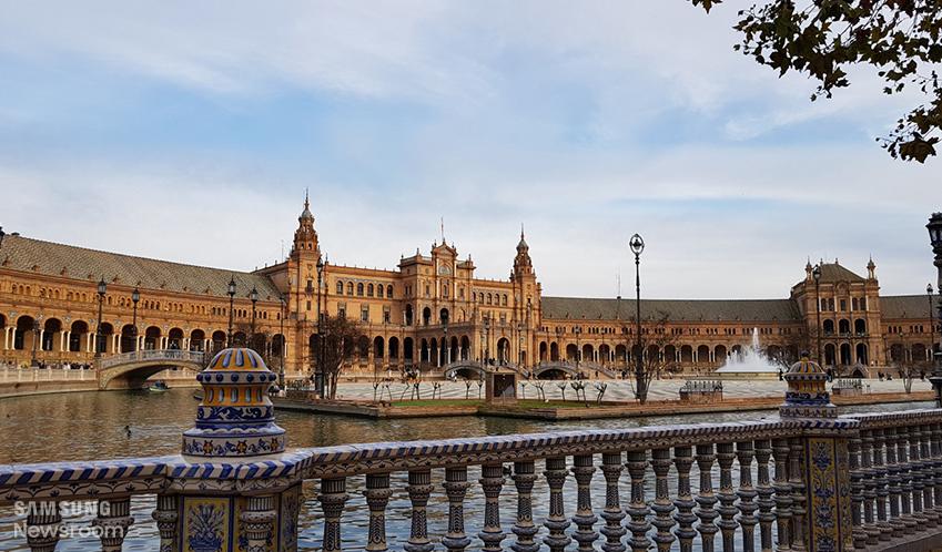 ▲ 세비야 스페인 광장의 원경