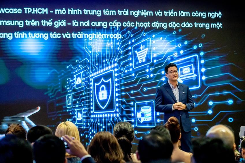 15일(현지시간) 베트남 호찌민의 비텍스코 파이낸셜 타워에서 열린 '삼성 쇼케이스' 개관식에서 베트남 법인장 서경욱 상무가 '삼성 쇼케이스'에 대해서 설명하고 있다.