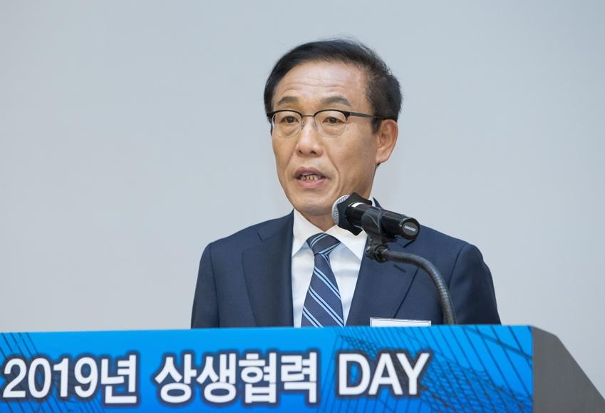 28일 서울 양재동 더케이호텔에서 열린 '2019 상생협력데이'에서 김기남 삼성전자 대표이사 부회장이 인사말을 하고 있다.