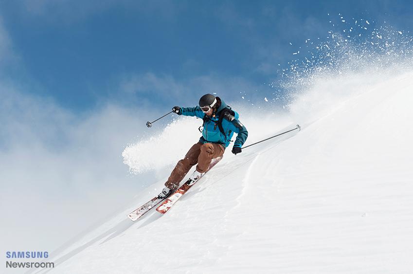 스키를 타고 있는 사람