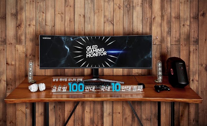 삼성전자가 게이밍 모니터 최초로 듀얼 QHD(5,120 x 1,440) 해상도가 적용된 49형 QLED 게이밍 모니터 'CRG9'을 8일 국내 시장에 출시한다.