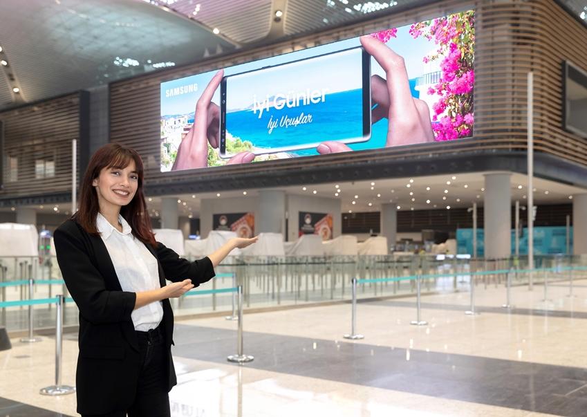▲ 삼성전자가 터키 이스탄불 신공항에 설치한 LED 사이니지. 총 설치 면적 1,012 제곱미터로 공항 내부에 설치된 LED 스크린으로는 세계 최대 규모를 자랑한다.