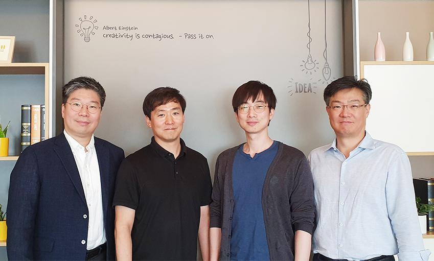 세계 최고 수준의 '온 디바이스 AI 경량화 알고리즘' 개발에 참여한 (왼쪽부터) 삼성전자 종합기술원의 한재준 마스터, 손창용 전문연구원, 정상일 전문연구원, 최창규 상무