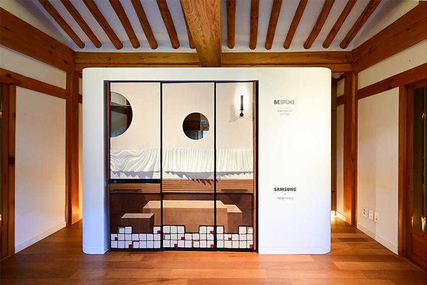 양태오 디자이너가 완성한 비스포크 냉장고. 이벤트를 통해 선정된 사람들은 서울 북촌에 위치한 그의 자택이자 스튜디오 '청송재'에 전시된 이 냉장고를 직접 볼 수 있었다.
