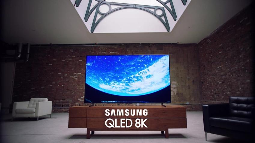 영상 속의 한 장면으로 우주정거장에서 본 지구의 아름다운 모습을 삼성 QLED 8K TV가 실제 눈으로 보는 것 같이 생생하게 전달하고 있다.