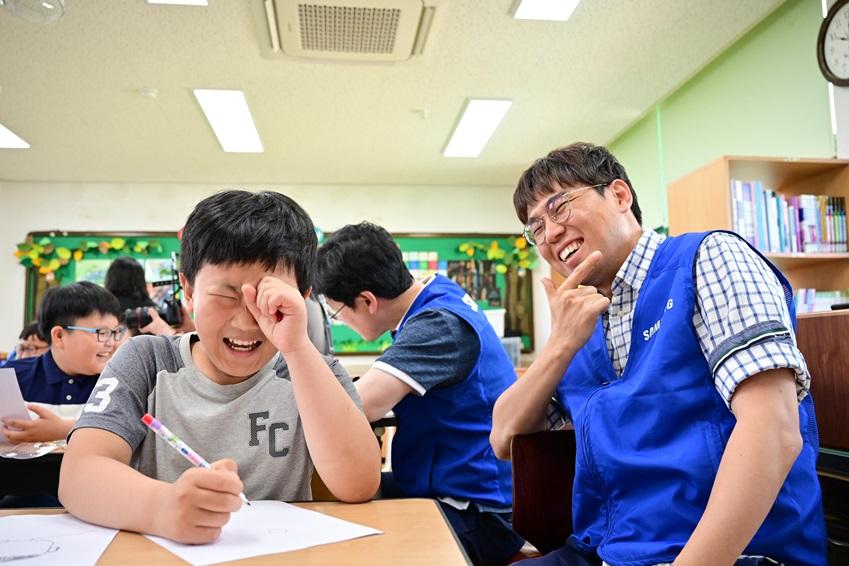 ▲화기애애한 분위기 속에서 진행되는 스마트스쿨 수업
